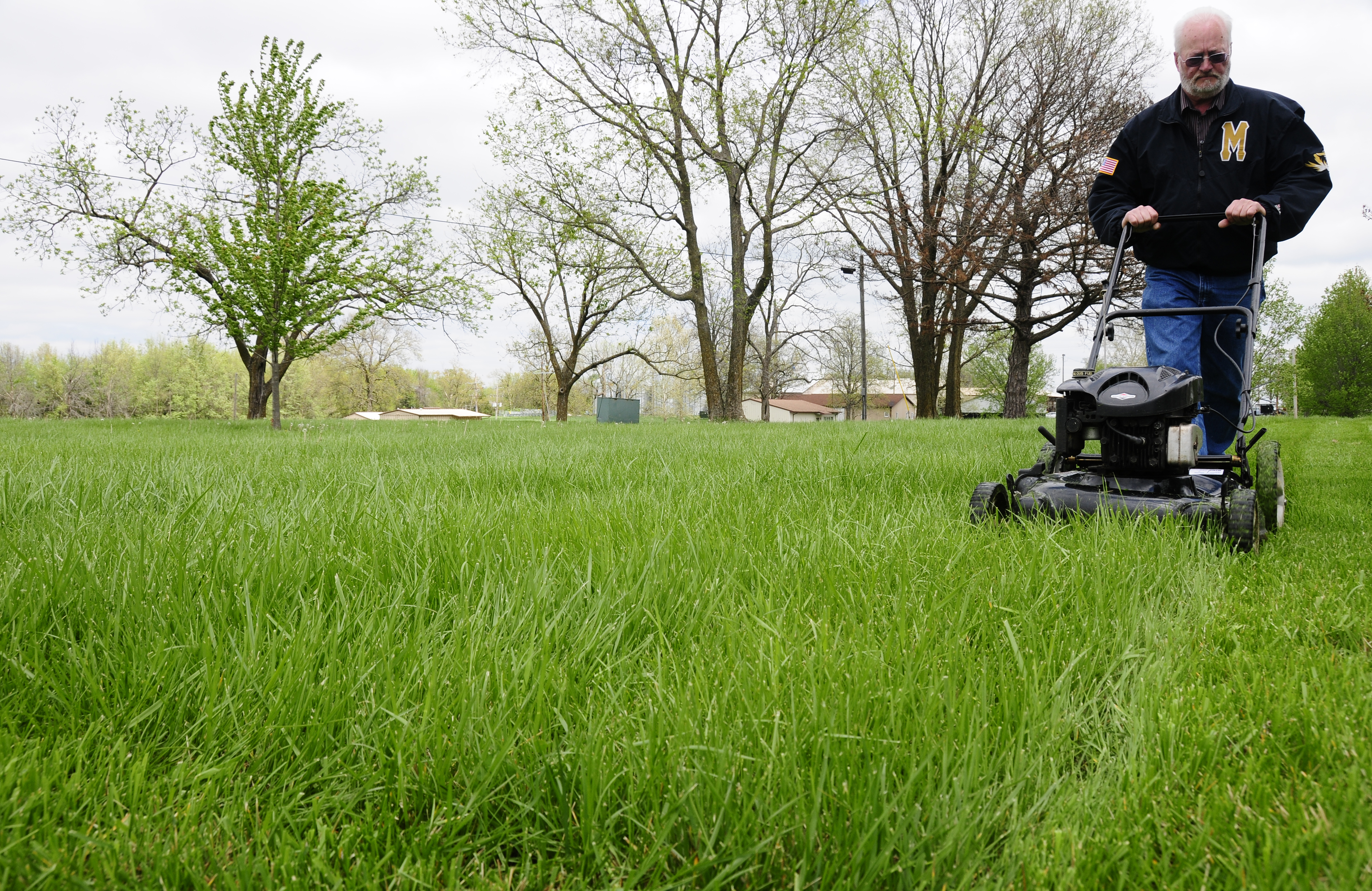 Five lawn care maintenance mistakes you 39 re probably making for Lawn care companies